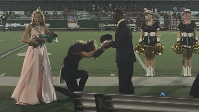 Homecoming king passes crown to friend