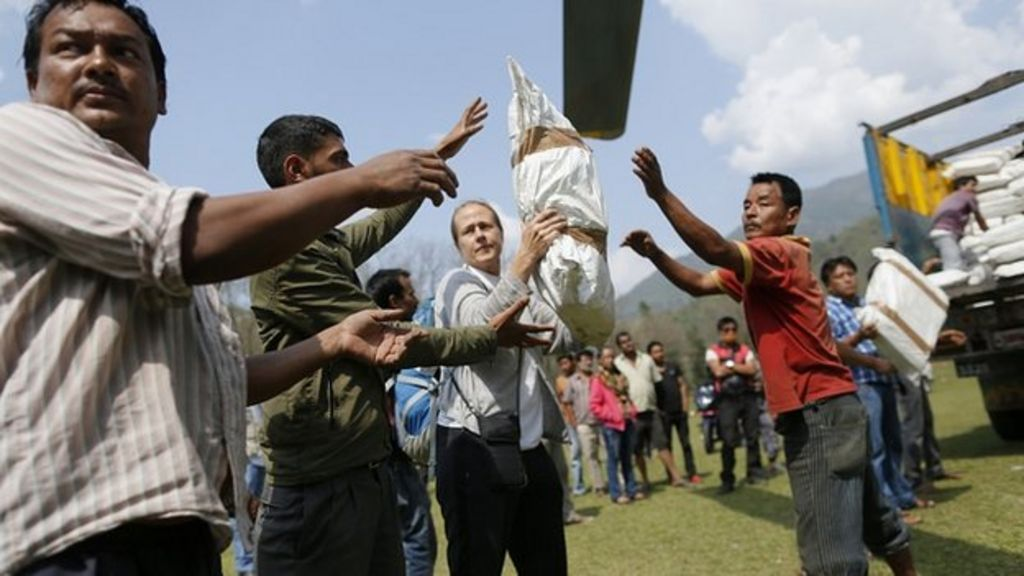 Nepal earthquake: Relief starts reaching remote villages - BBC News