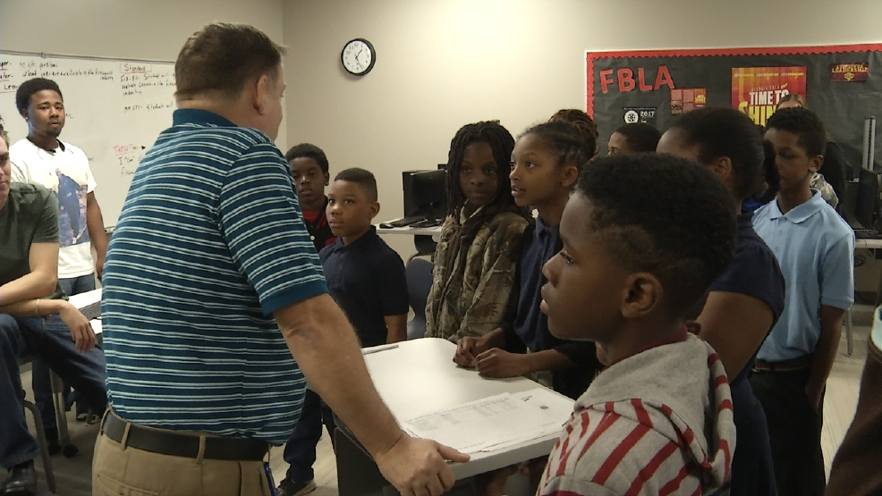 Ingram-Pye students tour Hutchings to prepare for college