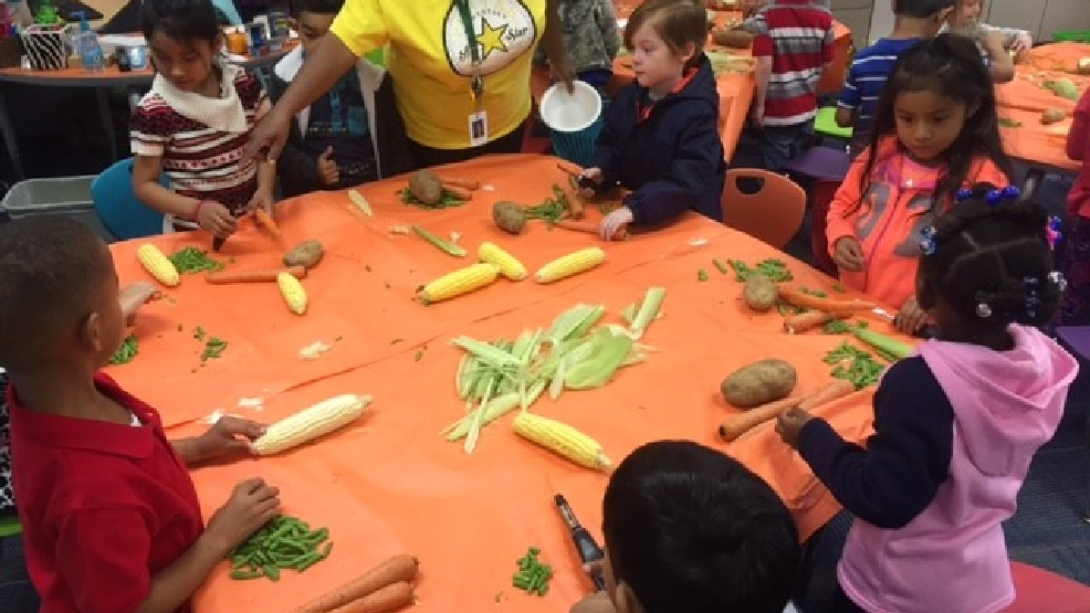 Porter Elementary Kindergarten students get a hands-on cooking lesson for Thanksgiving