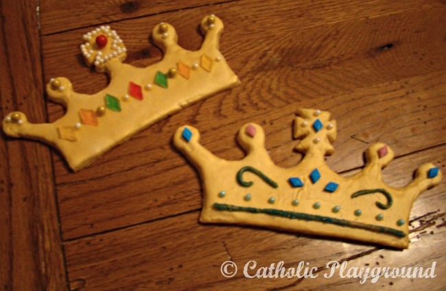 Queenship of Mary cookies – printable template and recipes! – Catholic Playground