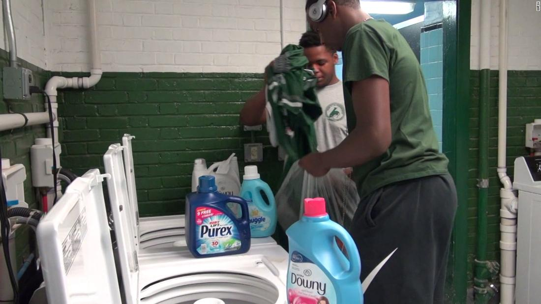 When students were bullied because of dirty clothes, a principal installed a free laundromat at school