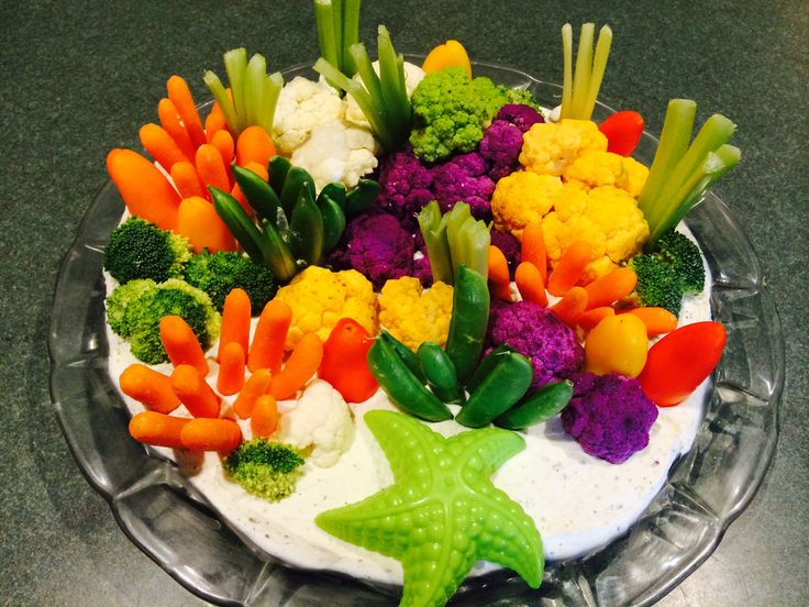 This is a coral reef veggie tray that I created for my granddaughter's mermaid birthday party.  I created th… | Octonauts party, Mermaid parties, Octonauts birthday