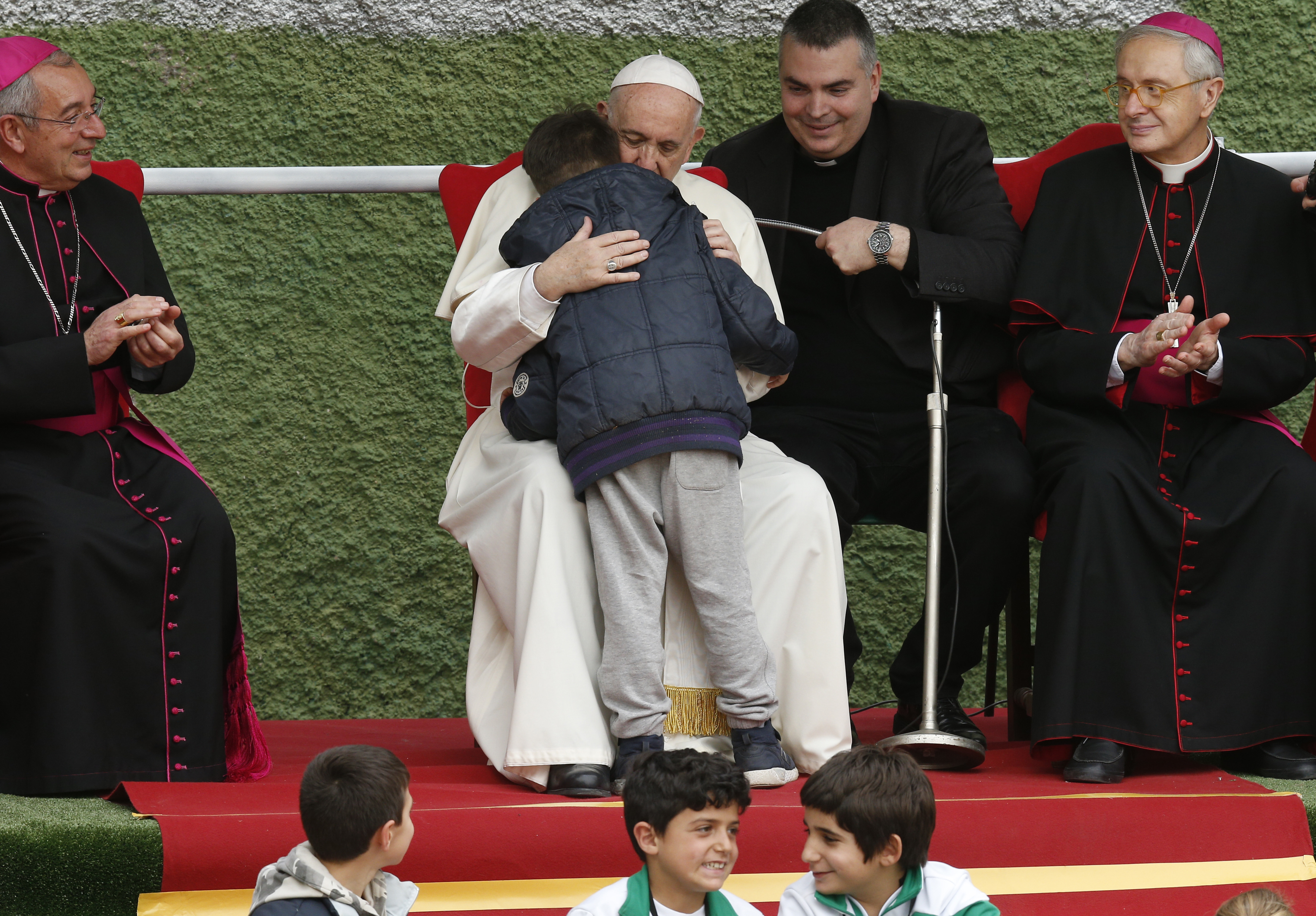 'Is my dad in heaven?' little boy asks pope