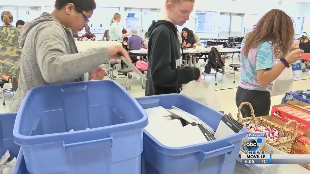 North High students take time to give back