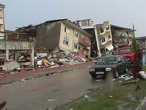 http://www.wired.com/images_blogs/wiredscience/2010/10/Izmit-earthquake-damage.jpg